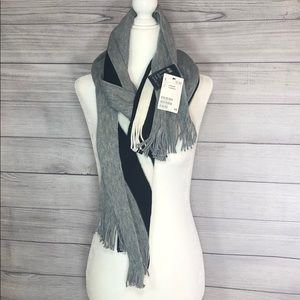 !! FREE GIFT !! NWT - H&M Scarf